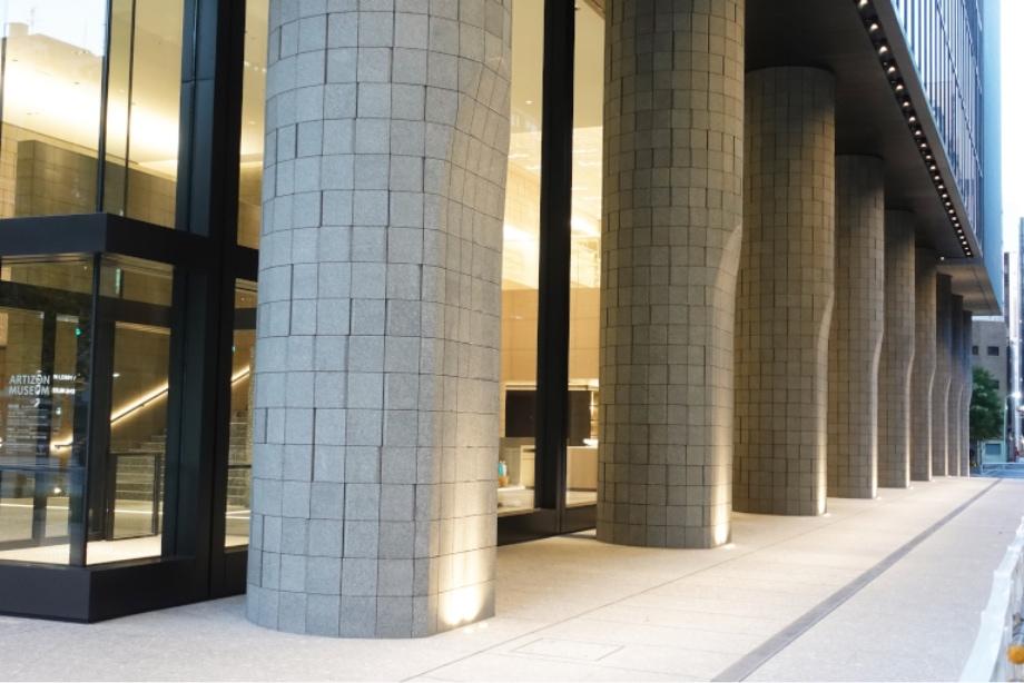 石壁パターン張りと円柱